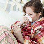 寒さで鼻腔内の温度が低くなると、リノウイルスと闘う自然免疫機能が落ちて風邪をひきやすくなる