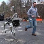 「ロボット犬」の虐待動画?