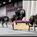 走行しながら障害物を認識して飛び越える四足歩行の「チーターロボット」