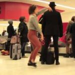 baggage claimでのダンス