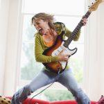好きな音楽を期待する時には尾状核、実際に聴いている時には側坐核からドーパミンが放出される