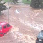 オーストラリアで大雨、流される自動車