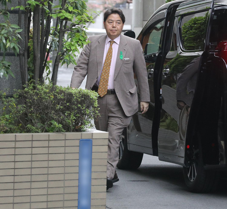 """林芳正文科相 公用車で白昼""""セク..."""