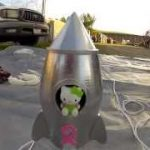 カナダの中学生が自作のGoPro付気球で「キティちゃん」を飛ばし地上29km上空からの撮影に成功