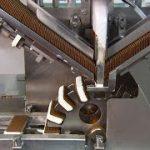 カナダの工場で量産される「アイスクリーム サンド」 と「アイスクリームコーン」
